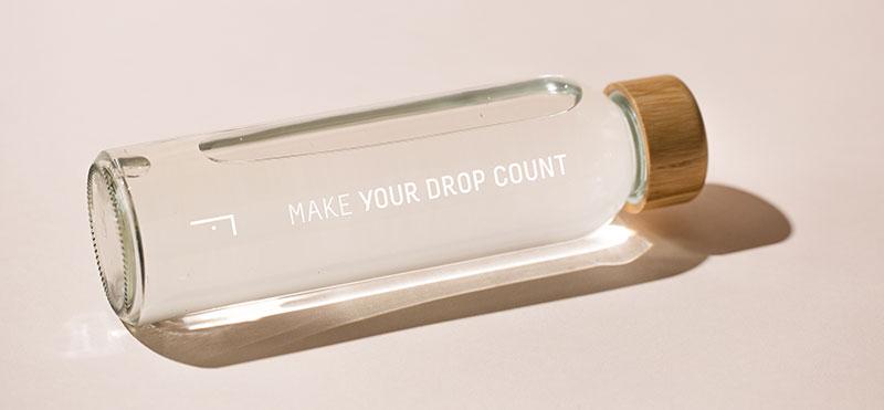 La botella reutilizable de vidrio más solidaria de Freshly Cosmetics