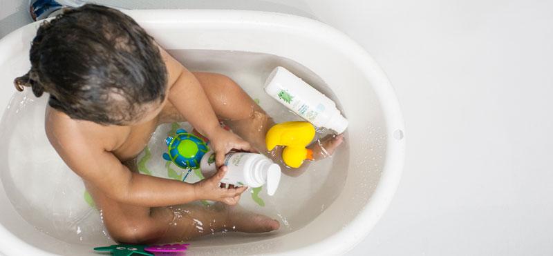 Cómo bañar a mi bebé