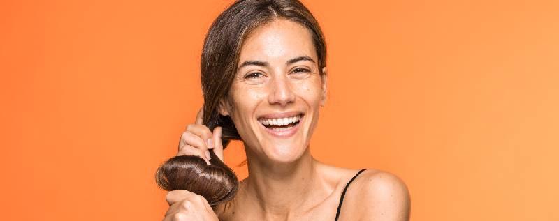 Cheveux secs et déshydratés ? La solution pour leur redonner brillance et vitalité