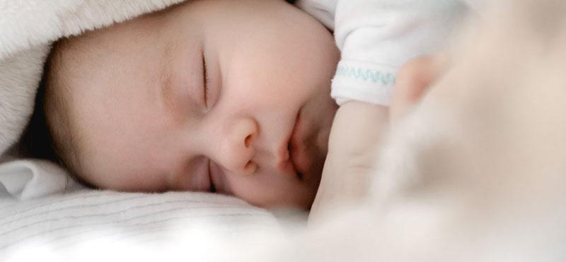 Ruido blanco para bebés, qué es y cómo usarlo para ayudarles a dormir