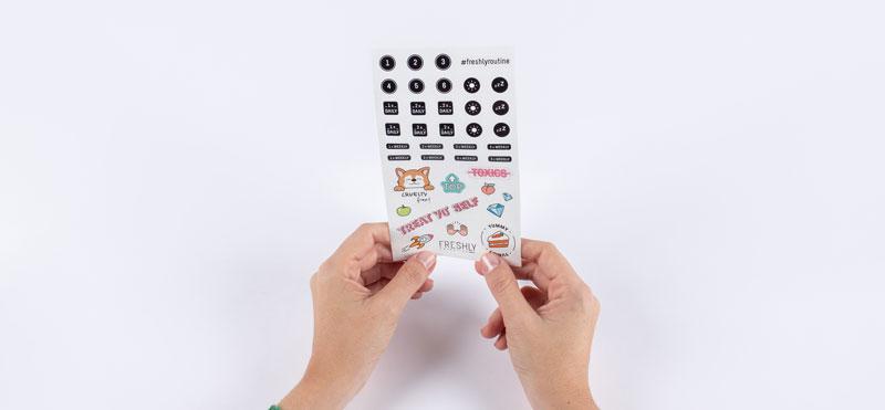 El accesorio que te facilitará la rutina beauty: llegan los stickers Freshly