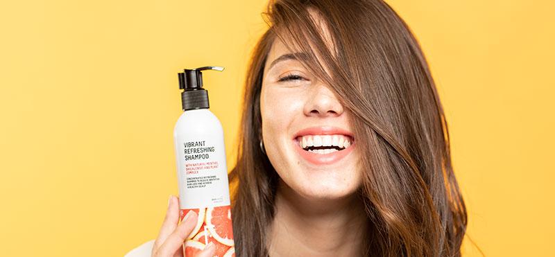 Tout Ce Que Vous Devez Savoir Lorsque Vous Passez à un Shampoing Sans Sulfates et Sans Silicones